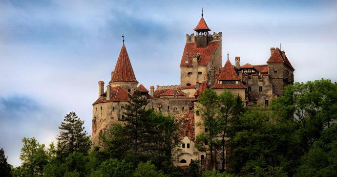 Il castello di Dracula si trasforma in un centro vaccinale anti Covid