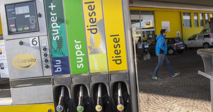 Benzina ai massimi da oltre un anno. Un pieno costa 7 euro in più rispetto a gennaio. Pesa la corsa del petrolio
