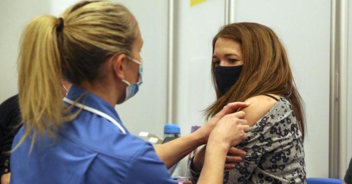 Vaccino, in Uk crollano del 96% i decessi tra gli over 50. Totale dei morti al di sotto dei livelli pre-pandemia