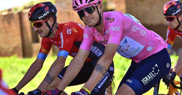 Alessandro De Marchi, la nuova maglia rosa del Giro d'Italia che corre con il braccialetto per Giulio Regeni