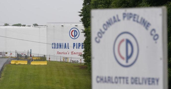 """Oleodotto Usa, Colonial pipeline cede e paga 5 milioni di """"riscatto"""" agli hacker che hanno bloccato i sistemi informatici"""
