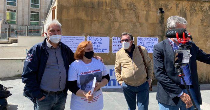"""Mafia, la protesta della madre del piccolo Claudio Domino: """"Mio figlio ucciso durante il Maxiprocesso. Dopo 35 anni nessuna verità"""""""