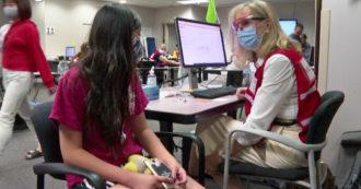 Usa, al via le vaccinazioni per gli adolescenti con le dosi Pfizer: le lunghe file – Video