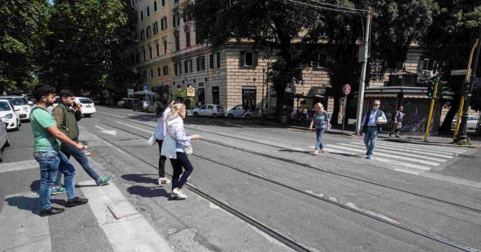 Roma, donna chiusa in una Smart: dopo 5 giorni accetta di uscire e viene portata in ospedale