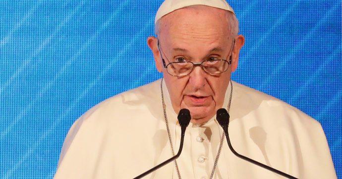 """Pedofilia, Papa Francesco contro la mentalità omertosa: """"La prima reazione è coprire tutto, anche nella Chiesa"""""""