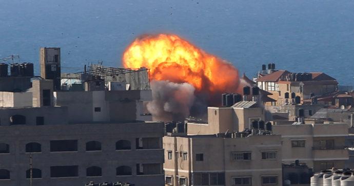 Gli attacchi di Israele contro gli edifici civili di Gaza: lo schema si è ripetuto ancora una volta