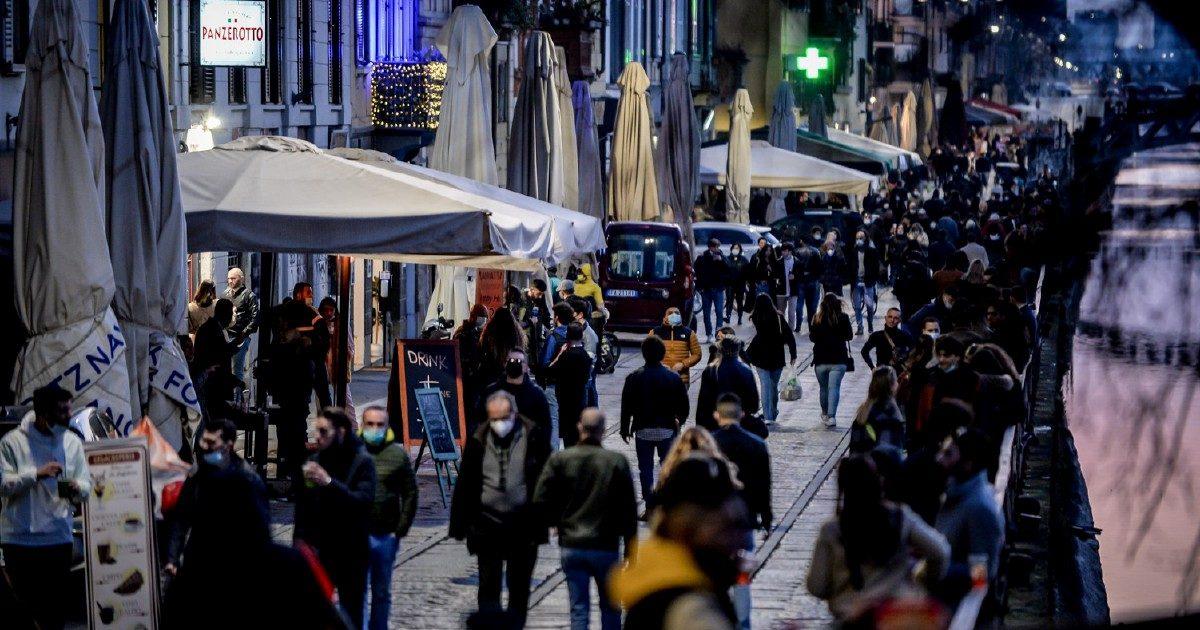 L'Italia va in giallo (esclusa Aosta). Stop a quarantena per i voli Ue