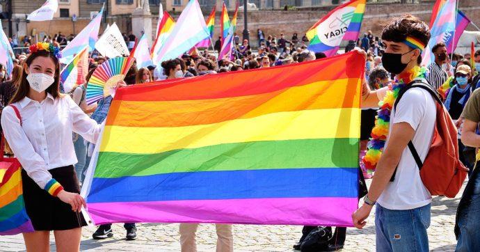 Giornata mondiale contro l'omobitransfobia – In Italia 50 richieste d'aiuto ogni giorno. Crescono minacce e discriminazioni sul lavoro