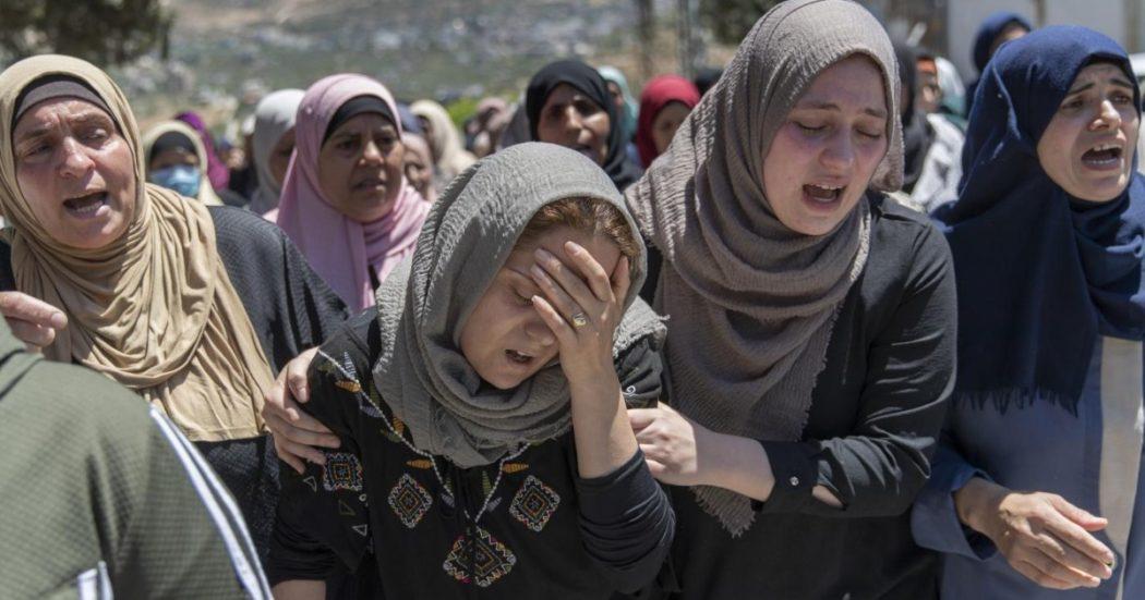 """Gaza: da Israele nessuna prova del """"nascondiglio"""" di Hamas nel palazzo bombardato. I precedenti di attacchi a scuole, ospedali e staff Onu"""