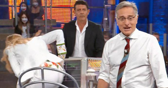 """Avanti un Altro, Laura Freddi a Paolo Bonolis: """"Posso toccarti il c***o?"""" E lui reagisce così"""