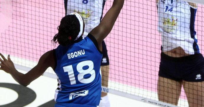 """Olimpiadi di Tokyo, Paola Egonu: """"Non sono lesbica, posso innamorarmi di donne e di uomini. Sono una pazza che si innamora a prima vista"""""""
