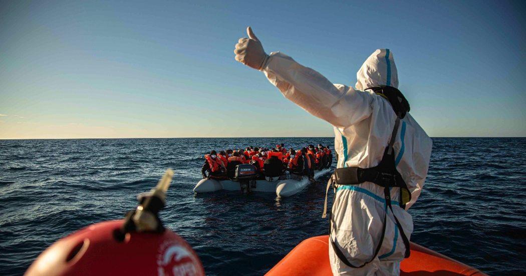 """Migranti, all'Italia non piace il nuovo Patto Ue: dal carico sui Paesi di primo ingresso alla solidarietà """"flessibile"""" e la mancanza di una missione nel Mediterraneo"""