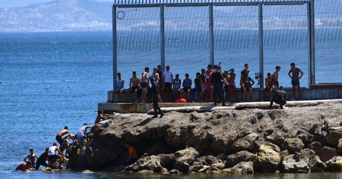 Spagna, crisi migratoria nelle enclave di Ceuta e Melilla: lo sgarbo del Marocco a Madrid per aver curato il leader sahrawi