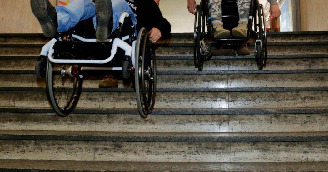 """Assistenza domiciliare ai disabili gravi dopo il Covid: tagli, carenza di personale e disparità regionali. """"Famiglie sole, madri caregiver costrette a mollare il lavoro"""""""