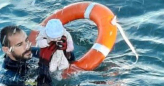 Crisi di Ceuta, la foto del neonato salvato in mare dalla Guardia civil. 8mila migranti arrivati in 48 ore nell'enclave spagnola