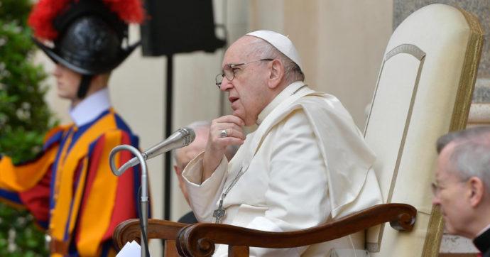 """Il Papa taglia gli stipendi ai dipendenti vaticani. Parte la protesta: """"Per noi il futuro sostenibile non esiste. Abolire i privilegi dei manager laici"""""""