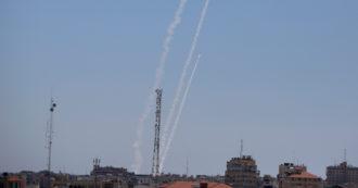 """Gaza, Israele approva cessate il fuoco. Hamas conferma: tregua """"reciproca e simultanea"""" da questa notte. La svolta dopo le pressioni Usa"""