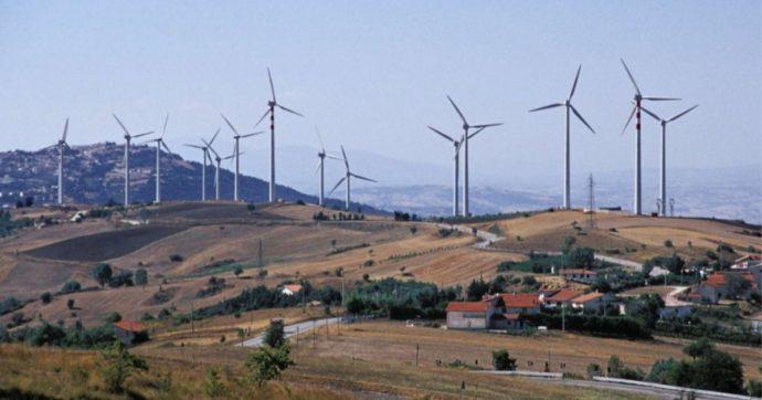 A chi vuole campagne tappezzate di pannelli e pale eoliche, rispondiamo con proposte reali