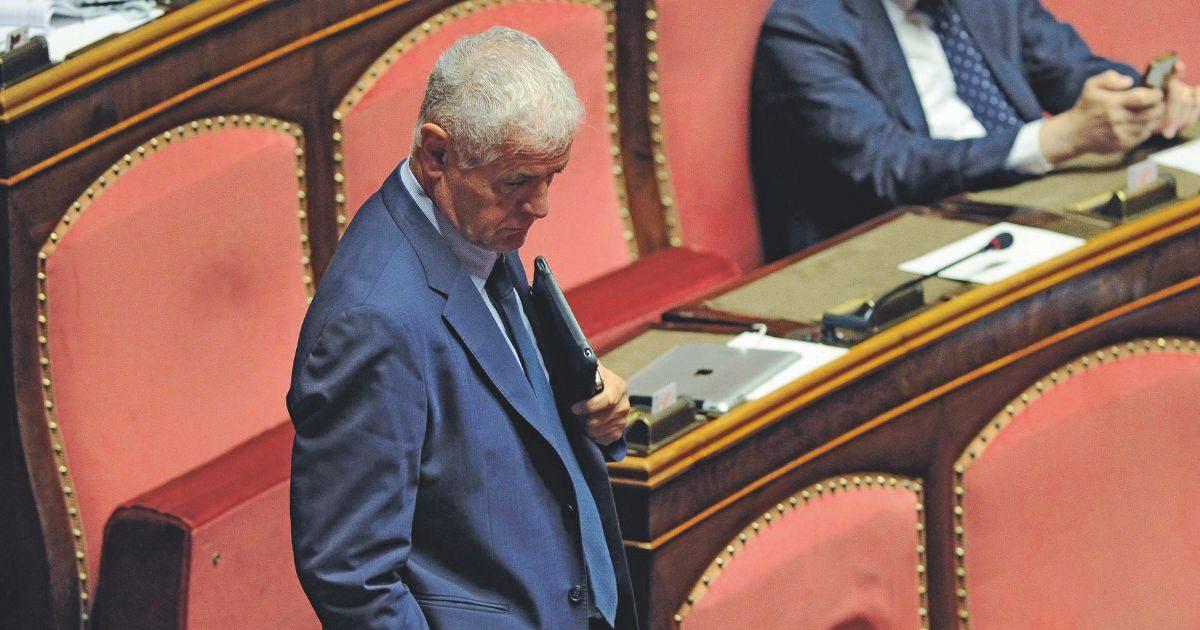 """Vitalizio al corrotto Formigoni, dopo i condannati, tocca agli ex: pronti a riavere l'assegno """"intero"""""""