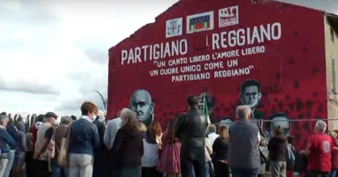 """Autostrade ha chiesto di rimuovere il murale per i partigiani sulla A1: """"Distrae"""". Sindaco: """"Si trovi una soluzione, ma non lo cancelliamo"""""""