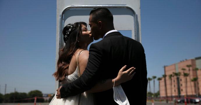 """Matrimoni, il protocollo Covid del Cts: mascherine e distanziamento. Assoeventi """"15 minuti di balli tra una portata e l'altra"""""""
