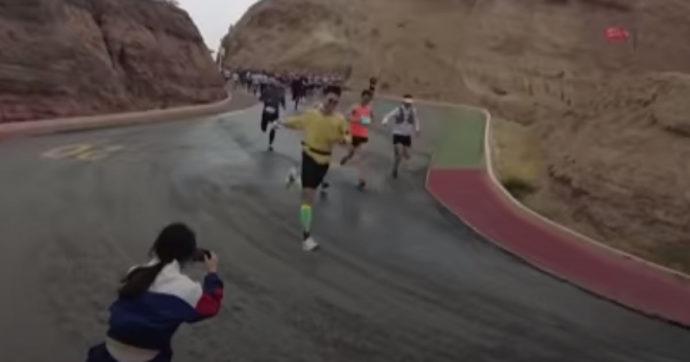 Cina, le autorità aprono un'indagine sui 21 morti della maratona sullo Giansu. Il racconto dei sopravvissuti e la rabbia sui social