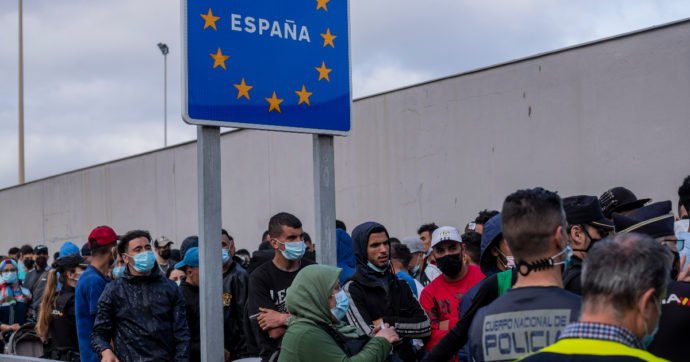 """Ceuta, dopo la crisi migratoria scoppia il conflitto sociale. Gli spagnoli di nuova generazione: """"Boicottiamo i negozi razzisti"""""""
