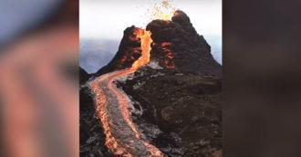 Erupción del volcán Nyiragongo en el Congo: erupciones de cráteres y flujo de lava - video