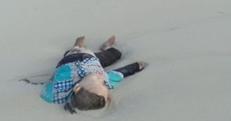 Donne e bimbi morti abbandonati su spiagge libiche: le foto del fondatore di Open Arms per denunciare la strage dei migranti