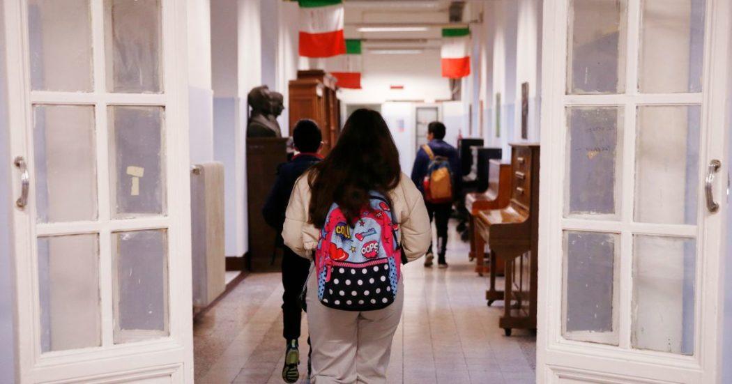 Scuola, il governo Draghi passa dalla proposta di lezioni anche d'estate ad anticipare tutti gli scrutini: presidi e sindacati contro Bianchi