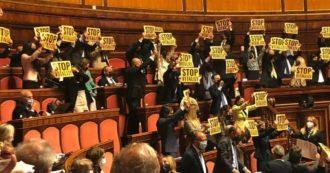 Vitalizi a condannati, il Senato sceglie la farsa: invece di ripristinare lo stop approva tutte le mozioni. Anche quelle di Lega e Forza Italia, che l'hanno restituito a Formigoni