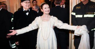 Morta Carla Fracci, la sua vita come una fiaba: così la figlia di un tramviere è diventata con talento e ostinazione la più famosa ballerina del mondo
