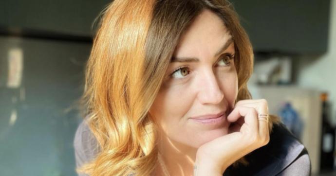 """Chiara Maci per FQMagazine: """"Possibile che nel 2021 debba 'giustificarmi' se in certi periodi sto poco con i miei figli per lavoro? Con Filippo La Mantia è stato 'diverso' dopo il lockdown"""""""