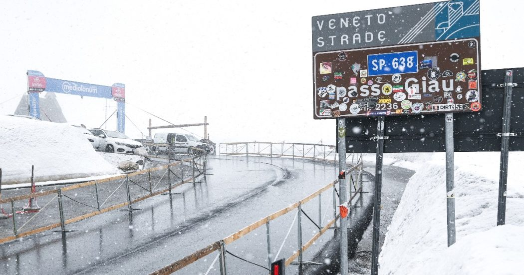 """Giro d'Italia, anche quest'anno è saltato il tappone alpino. Il direttore Vegni: """"Attenzione per certi versi esasperata su sicurezza dei corridori"""""""
