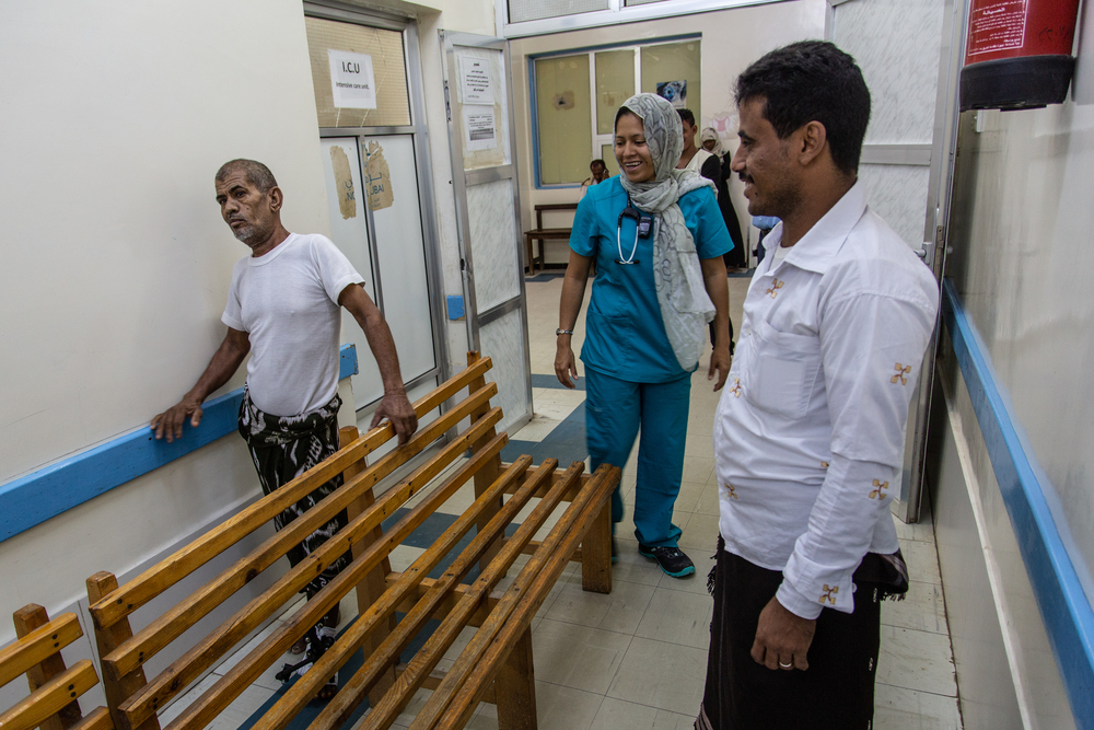 Yemen, Hodeidah, Al Salakhana hospital, 30 April 2019 – Yasser (caretaker, right) and Ahmed (left), are both fishermen from Khawkha, south of Hodeidah: Ahmed was injured while fishing on his boat three months ago. According to him, it was a missile or an airstrike, and several fishermen were injured on his boat. Ahmed has external fixators on his left leg.
