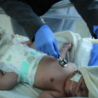 MSF paediatric doctor examines a newborn baby in the Mother and Child hospital – Taiz Houban. February 2020.