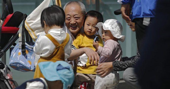 Cina, perché il Partito comunista chiede di fare figli: addio al controllo delle nascite per rilanciare boom economico e consumi