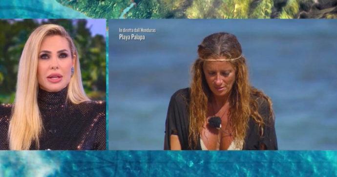 """Isola dei Famosi, Ilary Blasi a Valentina Persia: """"Hai sbagliato buco"""". Imbarazzo in diretta per la gaffe """"hot"""""""