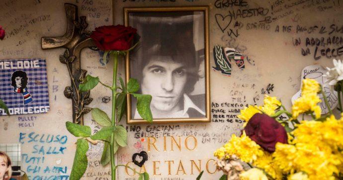 """Rino Gaetano a 40 anni dalla morte – Il poeta ironico che graffiava società e politica: """"Vogliono mettermi il bavaglio, ma io non li temo"""""""