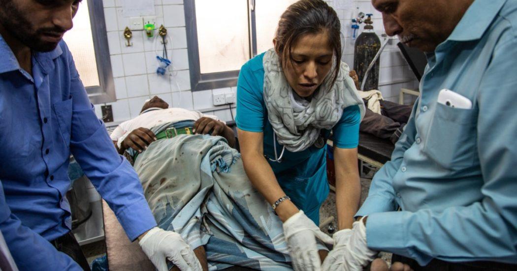 """Yemen, la testimonianza della chirurga di Msf: """"In guerra anche i civili in strada costretti a improvvisarsi medici per salvare vite"""""""
