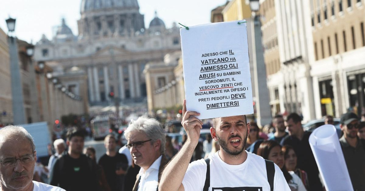 """Svolta in Vaticano: la pedofilia è reato grave. """"Delitto contro la persona e la sua dignità"""""""