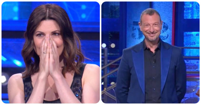 """I Soliti Ignoti, Amadeus con la moglie Giovanna Civitillo: """"Vedete come mi tratta?"""". E lei sbotta: """"Tu sei la mia rovina!"""""""