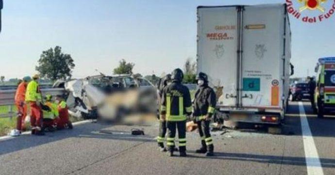 Scontro tra un tir e un furgone sulla bretella A1-A21: morti cinque operai di una ditta edile
