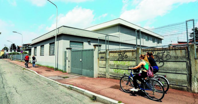 Lega, il capannone di Cormano venduto alla Lombardia film commission per 800mila euro? Fu comprato per mille euro