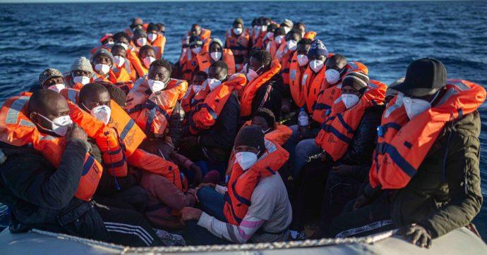 """Migranti, accordo lontano in Ue. Amendola: """"La lentezza dell'Europa preoccupa"""". Fonti di Bruxelles: """"Roma sia più flessibile"""""""