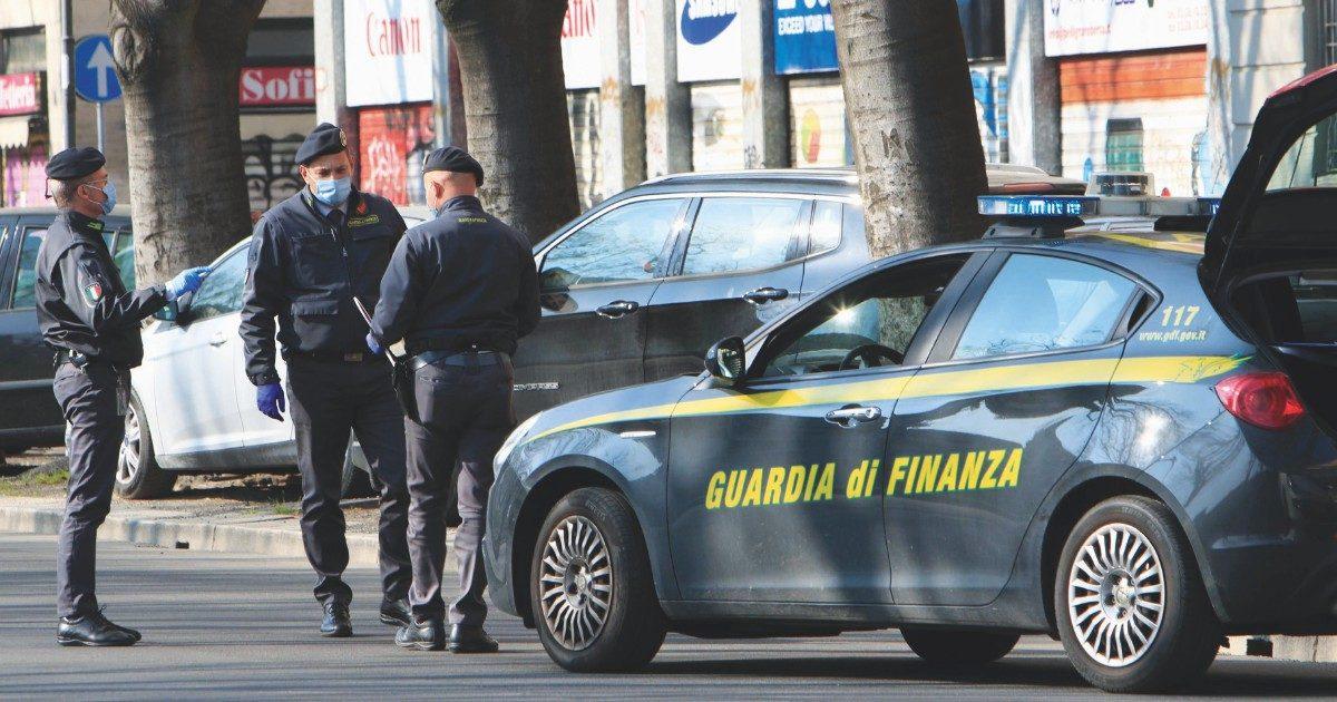 Torre Annunziata, arrestato ex vicesindaco. E il nuovo, l'anticamorra Diana, si dimette