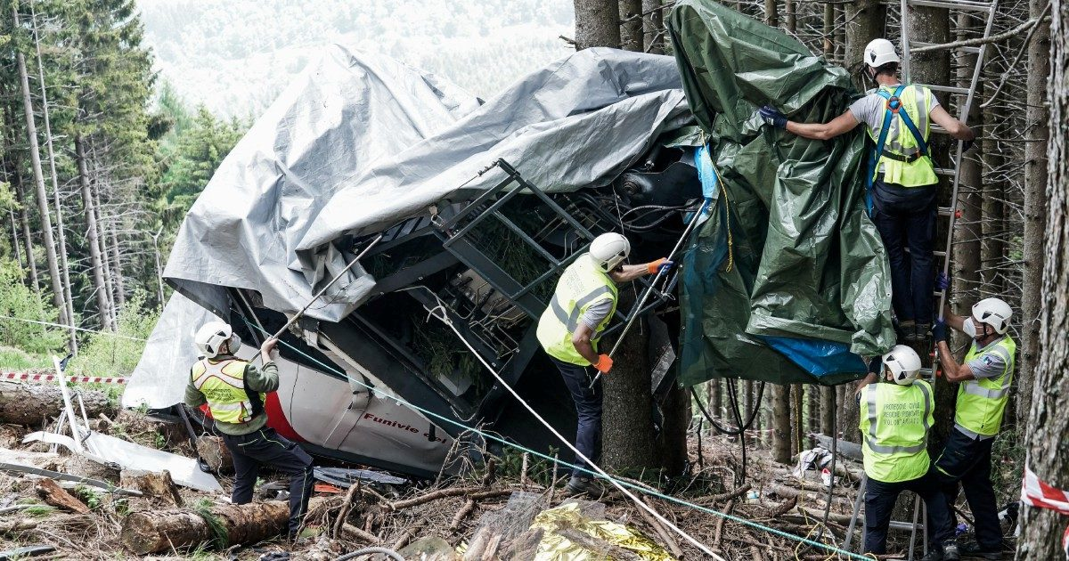 """Mottarone, il racconto di tre testimoni agli inquirenti: """"La cabina era bassissima per poco non ci ha prese"""""""
