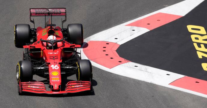 Gp di Baku, pole position per Charles Leclerc su Ferrari: dietro di lui Lewis Hamilton e Max Verstappen. Quinto posto per Carlos Sainz