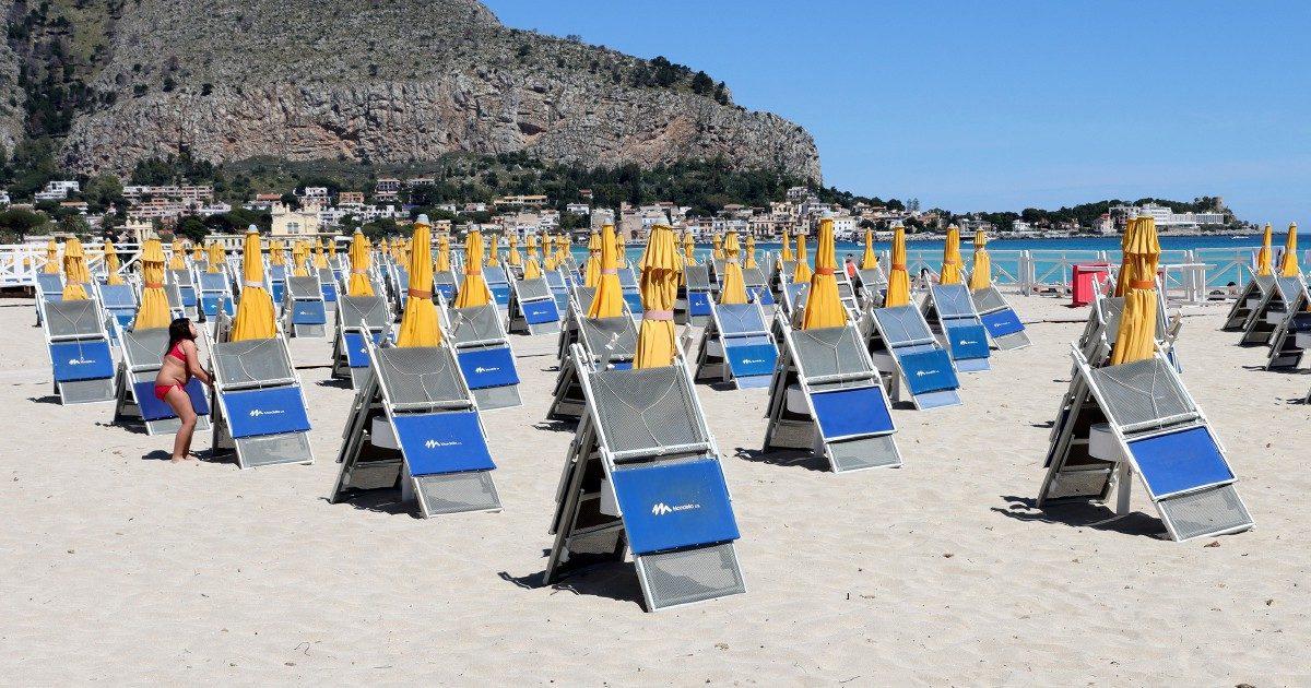 Caro-ombrelloni. Prezzi su del 14% per 1 settimana al mare a giugno