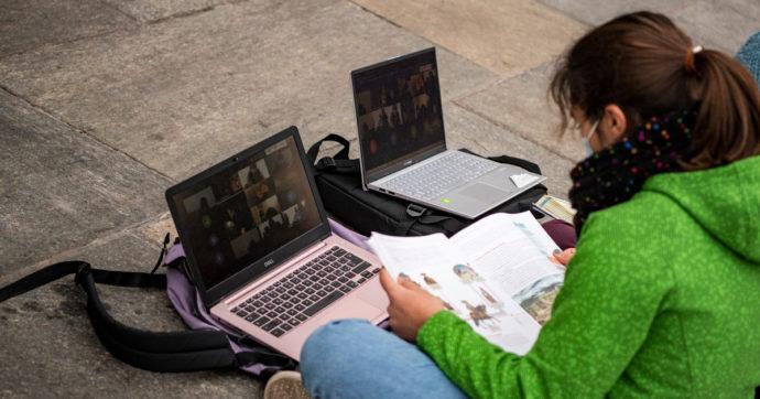 Nativi non digitali, l'indagine di Save the Children sulle lacune digitali dei ragazzi: il 29,3% non riesce a scaricare un file